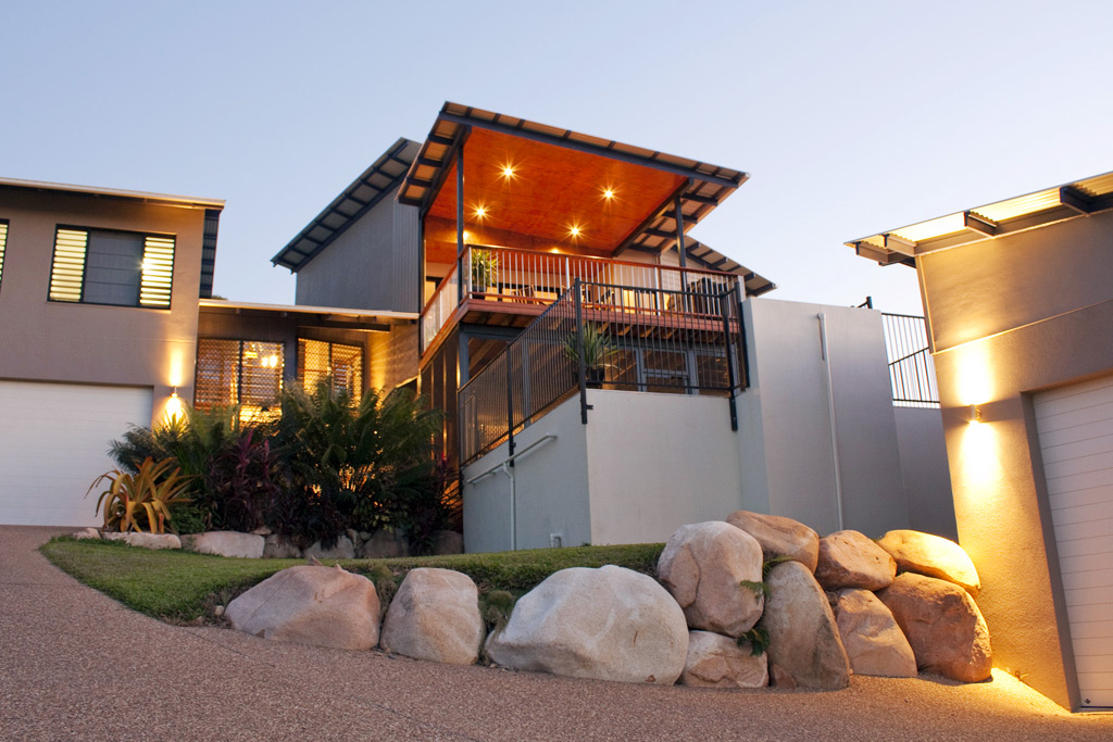 Architecturally designed home sinclair parsons building for Beach house designs townsville